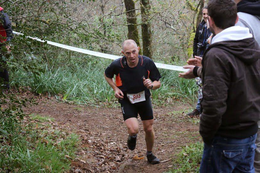 Sébastien au trail du Champ du Loup sur une partie technique.
