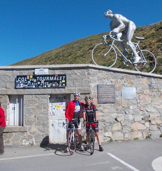 Stèle Octave Lapize au sommet du Tourmalet, il a été le premier coureur cycliste à franchir le col lors de l'étape du tour de France Luchon-Bayonne le 21 juillet 1910.
