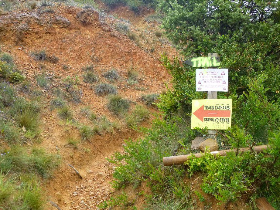 Balisage des trails cathares.