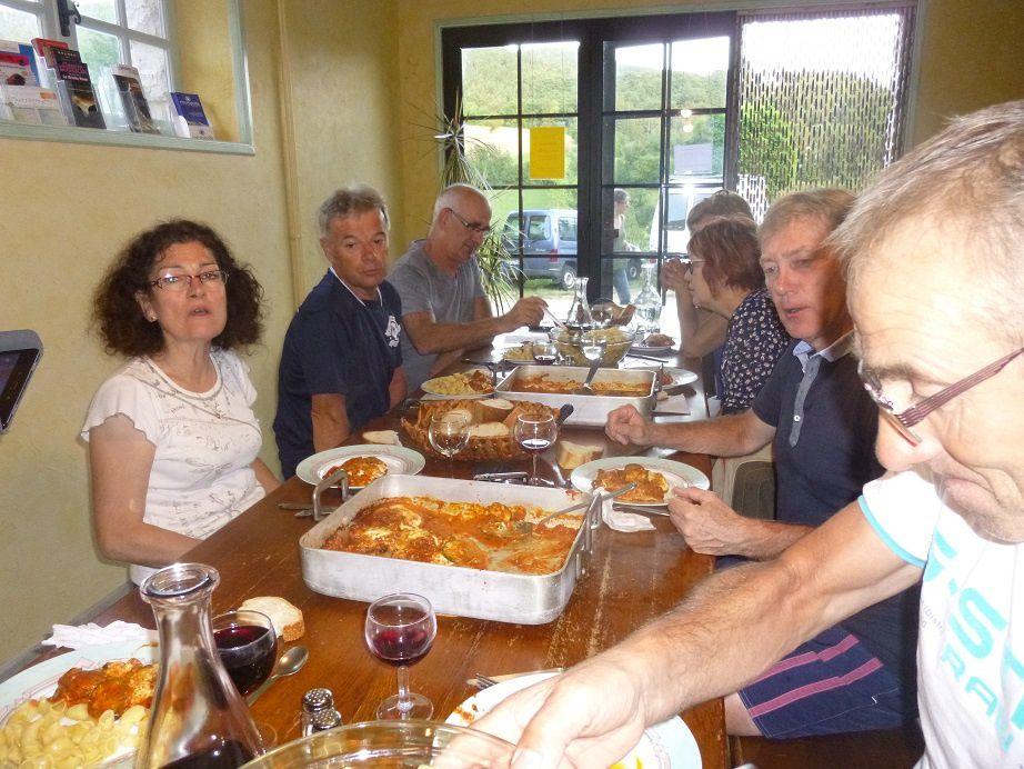 Repas au Gîte d'étape «La Draille» à Meyrueis (Lozère).