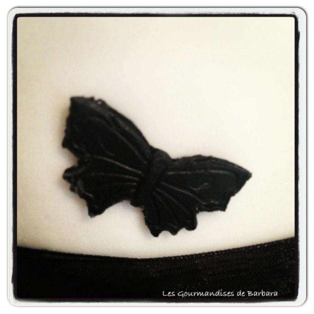 Papillon en pâte à sucre fait avec un emporte pièce