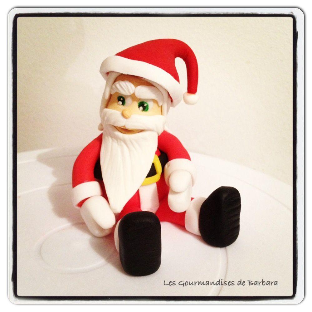 Petit Père Noël en pâte à sucre entièrement modelé à la main