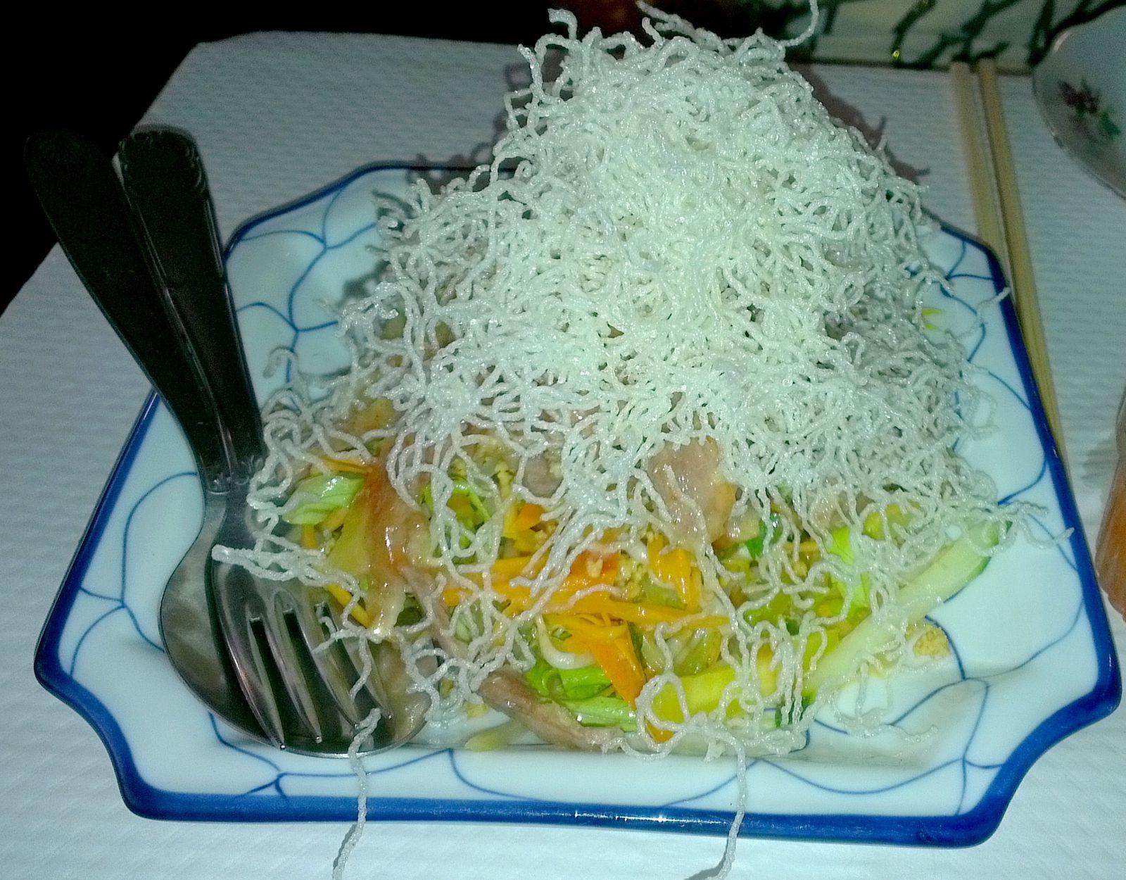 Bo bun (entrée), Seiches caramélisées au gigembre et riz gluant, Salade de canard sauce tamarin, Porc aux haricots noirs