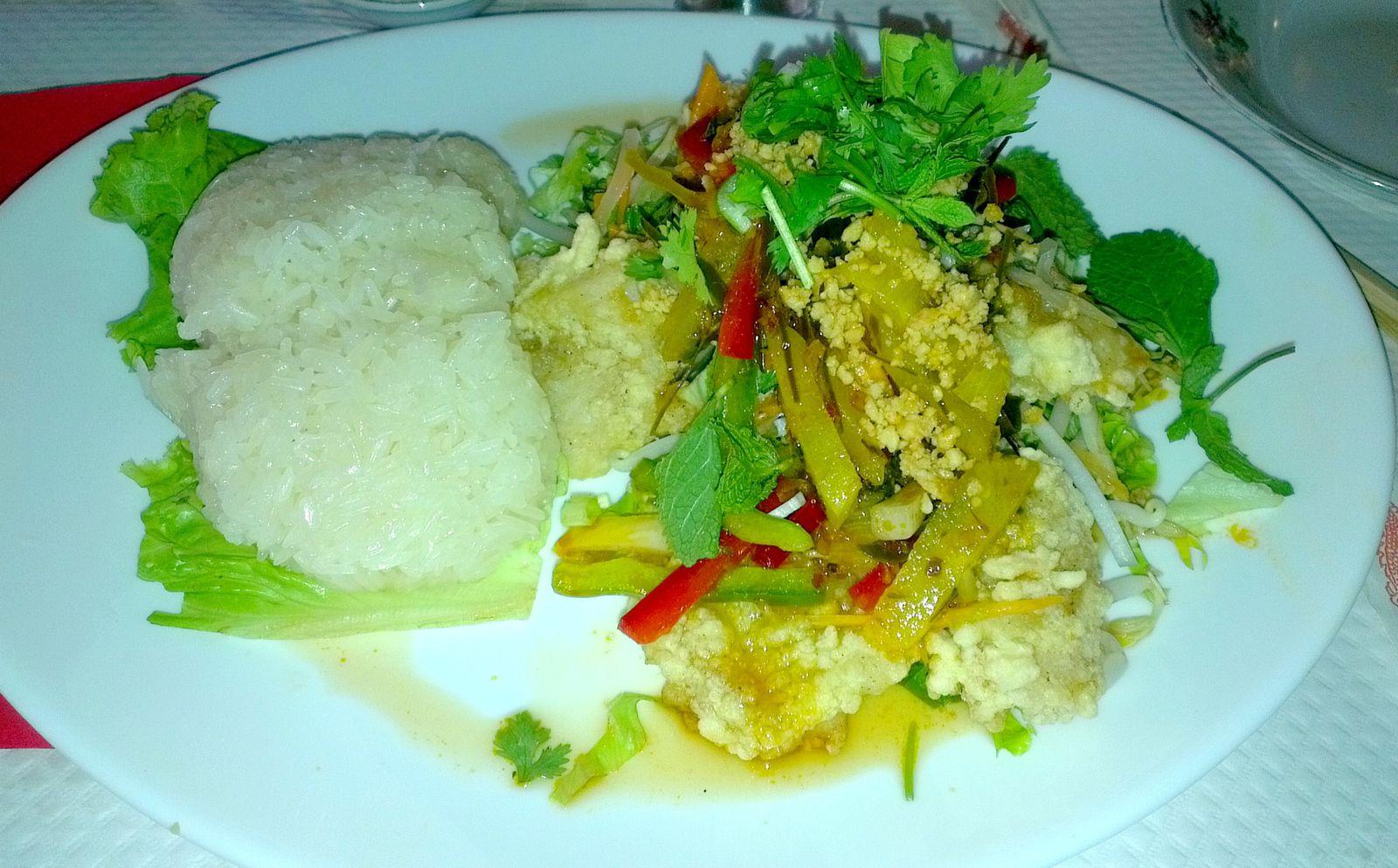 Salade de papaye ♥, Poisson napla sauce piquante et riz gluant, Mok pa (poisson vapeur coco parfumé au galanga cuit à la vapeur dans une feuille de bananier) ♥.