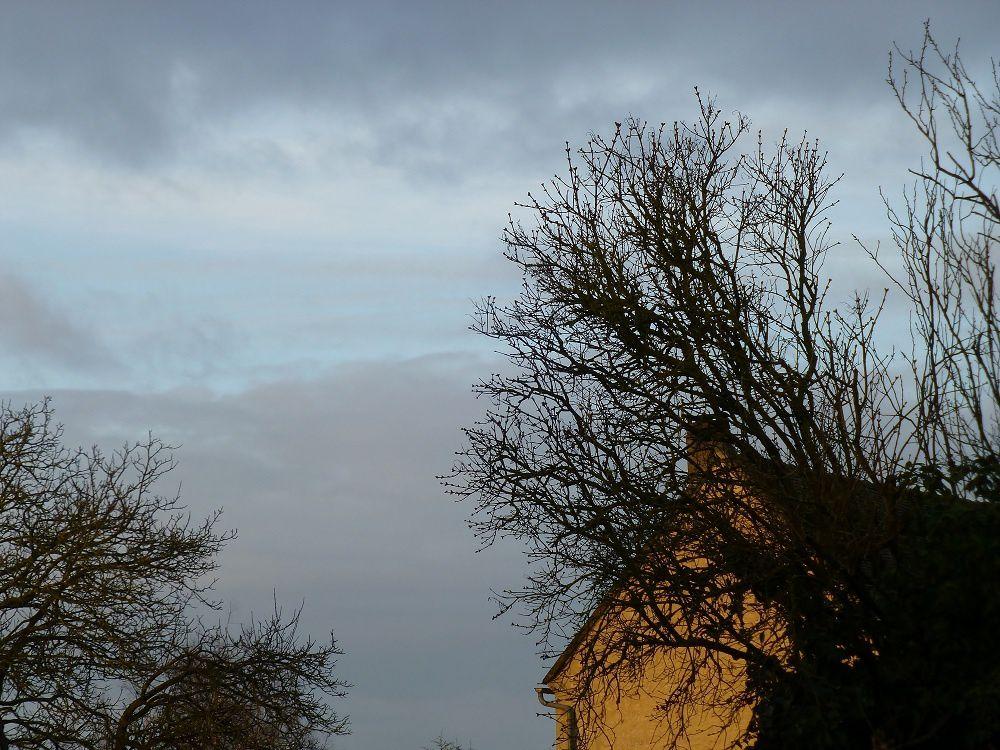le même matin d'hiver à la même heure, du côté de l'est