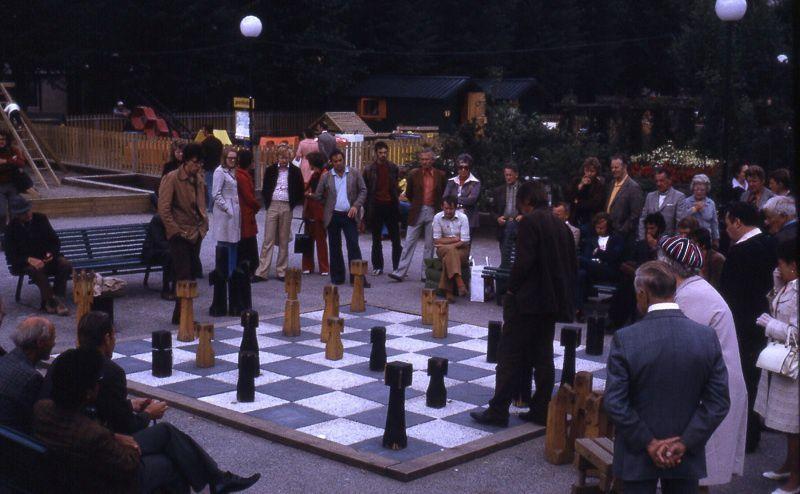 partie d'échecs sur échiquier géant, Stockholm, été 1974