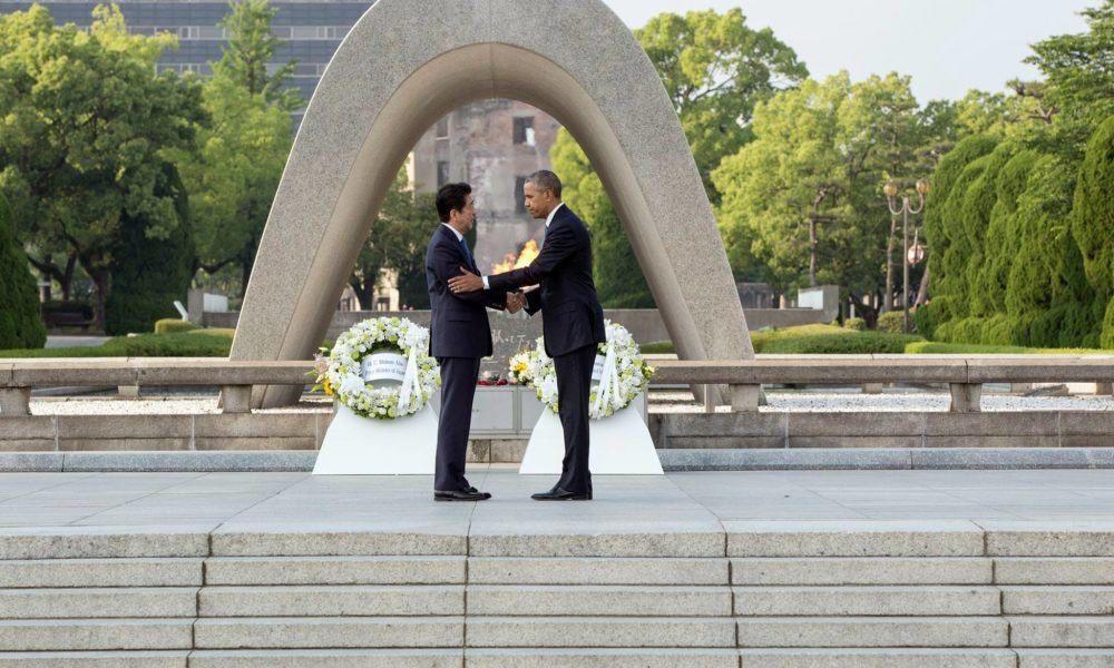 27 mai 2016, Le premier ministre japonais Shinzo et le président des Etats-Unis Barak Obama, mémorial pour la paix, Hiroshima, en hommage aux victimes des bombardements atomiques américains au Japon les 6 et 9 août 1945