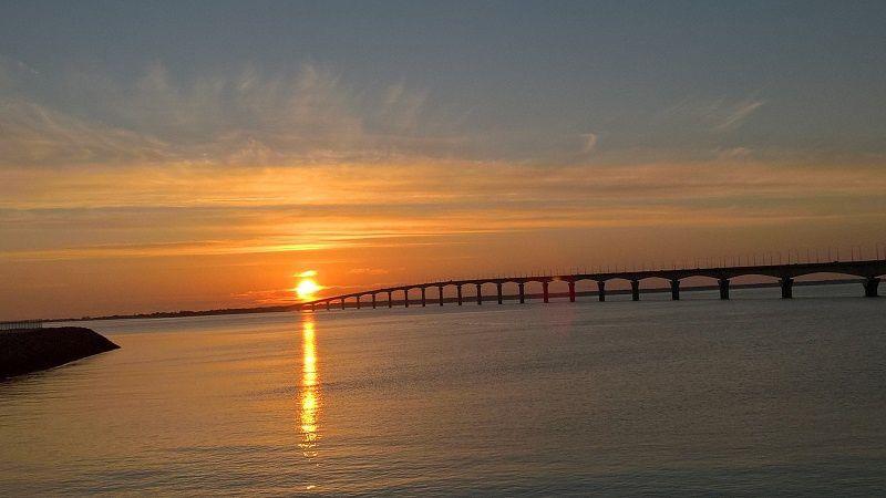 mardi 14 février 2017 18h20 coucher de soleil sur le Pont de l'Île de Ré