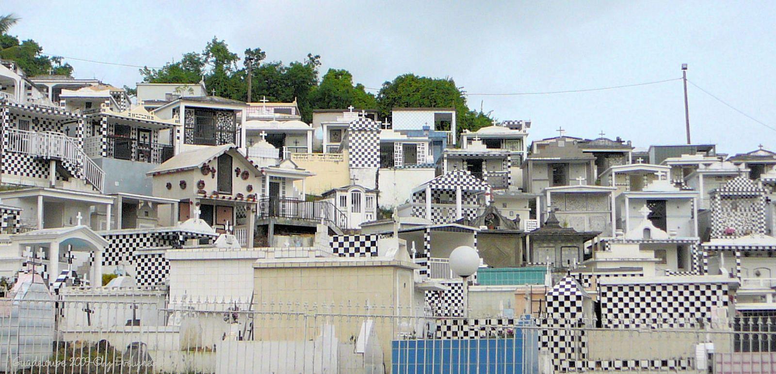 Le cimetière de Morne à l'Eau.. et la Toussaint en Guadeloupe..