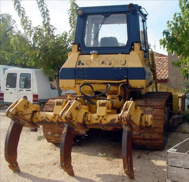 Bull KOMATSU D65E