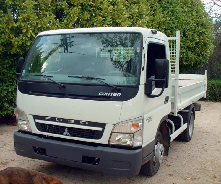 Camion VL Benne Mitsubishi Fuso 3,5t Canter 3C13 Euros5, 2011 comme Neuf Tel : 0608066192