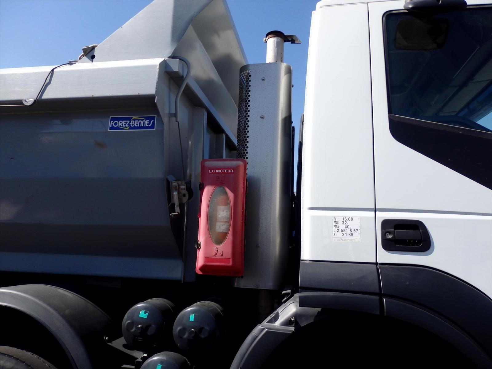 Camion 8x4 IVECO 450 TRAKER  Benne Enrochement FOREZ Benne Roc Line Trans.Comm.13 Tel: 0608066192 Pierre BASSAT