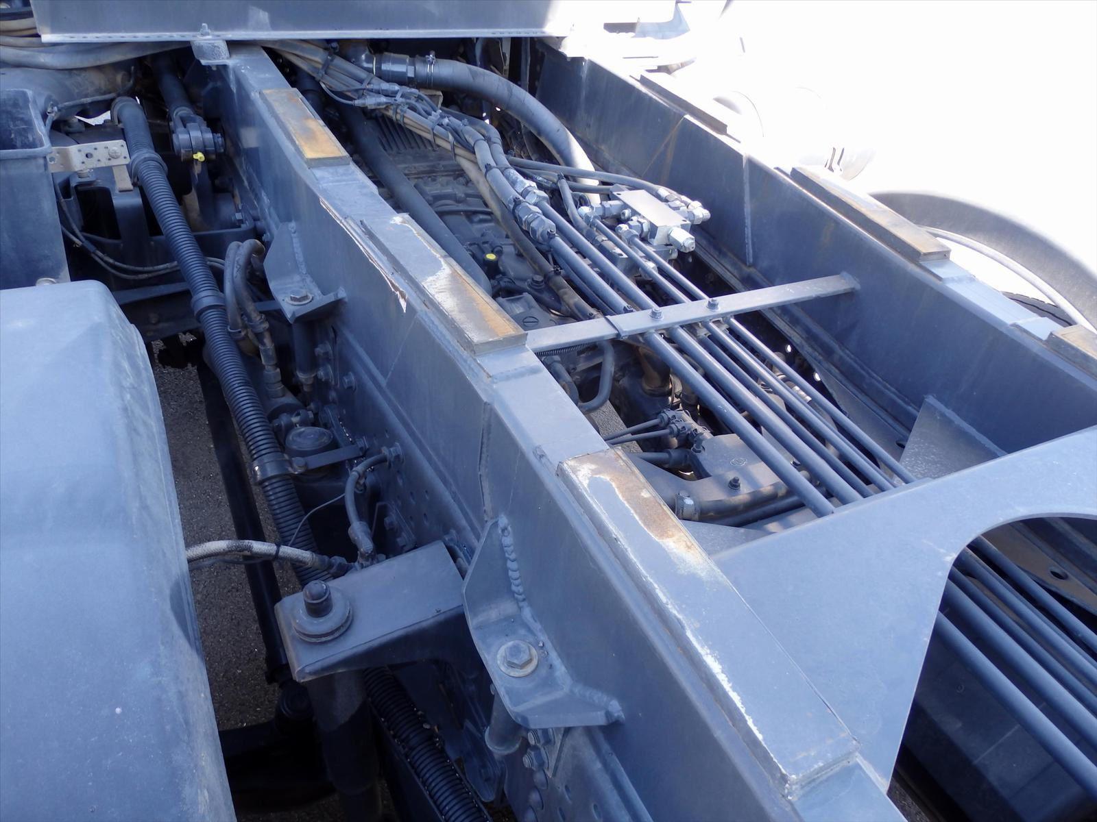 Camion 8x4 IVECO 450 TRAKER  Benne Enrochement FOREZ Benne  Tel: 0608066192 TRANS.COMM.13 Pierre BASSAT