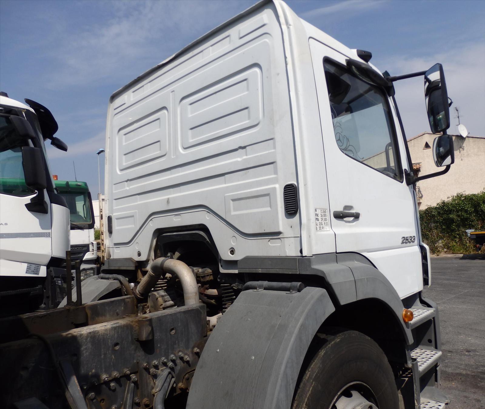 Camion MERCEDES AXOR 2533 6x2 Plateau Grue Tel: 0608066192 Pierre BASSAT TRANS.COMM.13