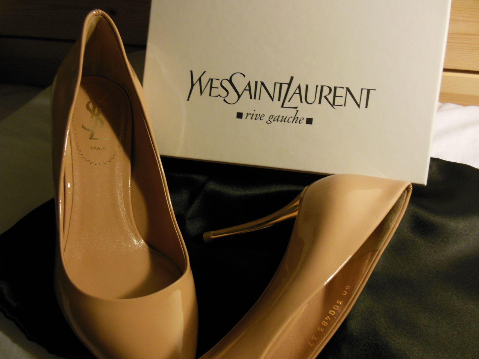 Escarpins en cuir vernis Carla – Yves Saint Laurent