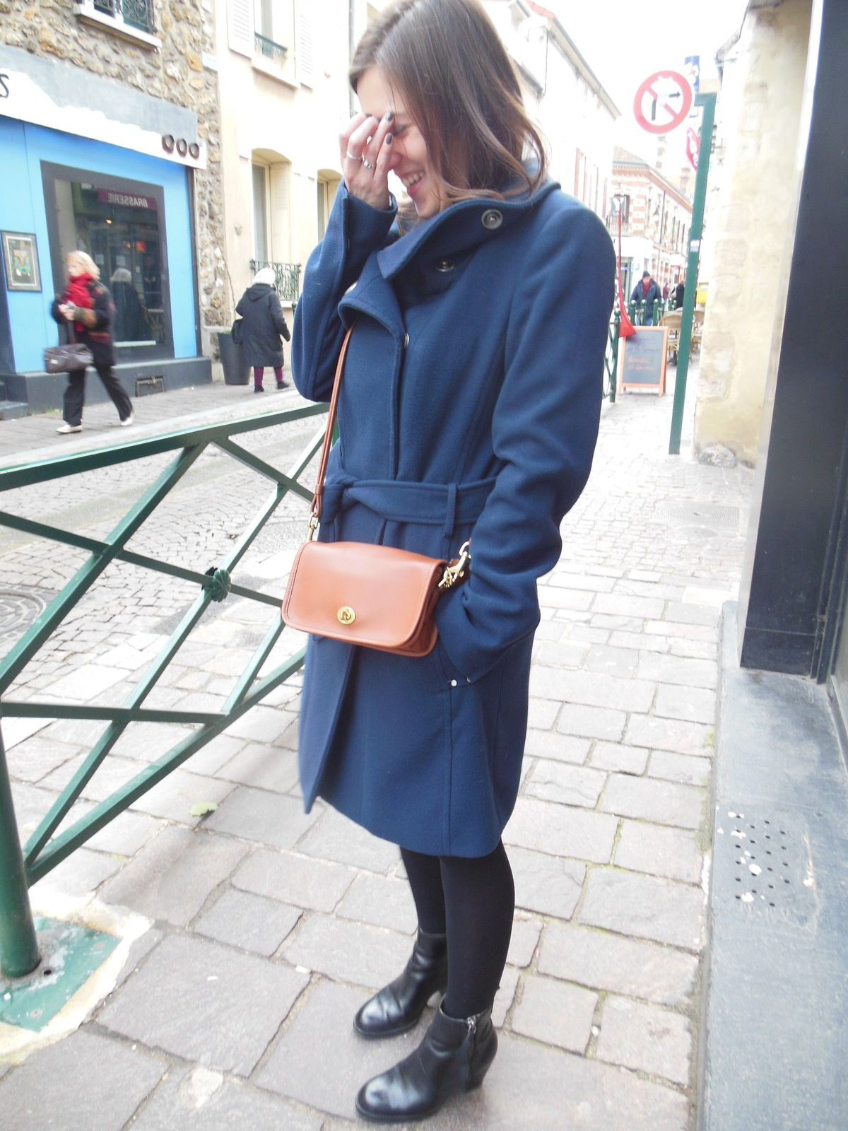 Manteau - Esprit // Top - Kookai // Jupe - Zara // Collant - Well // Pistols boots - Acne // Penny Bag - Coach