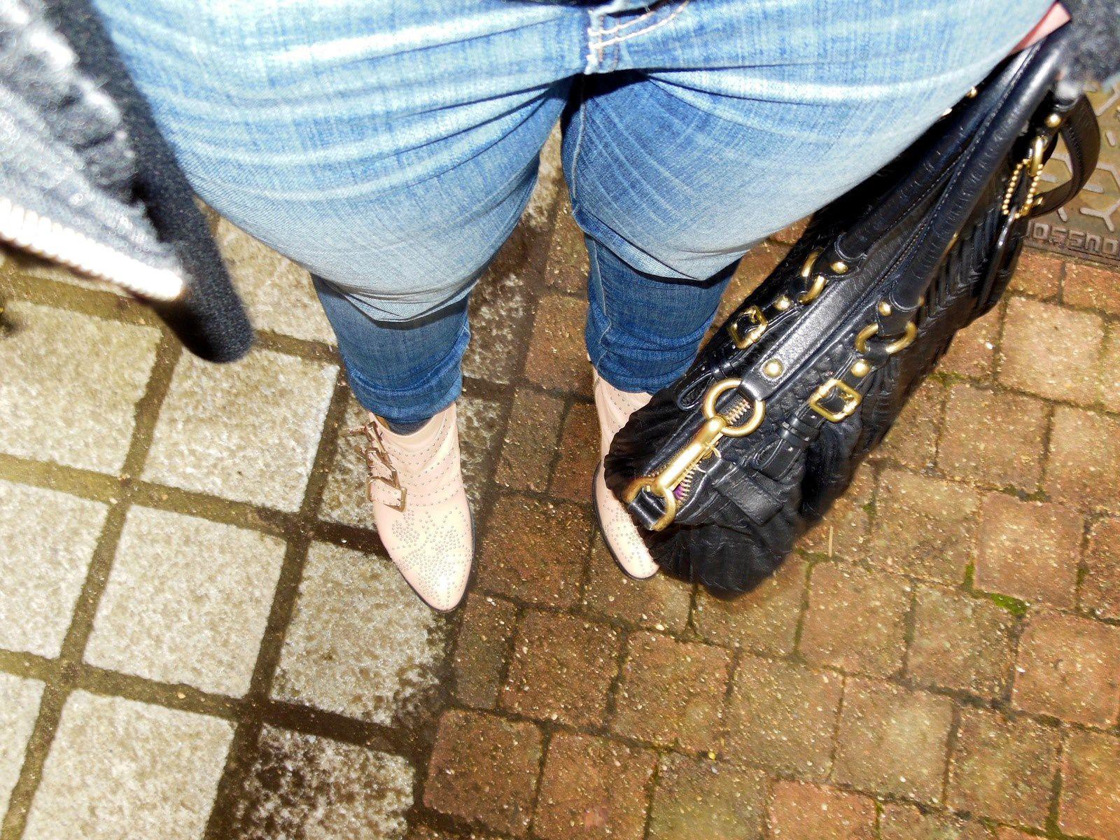 Perfecto – Brooklyn Bridge Factory // Pull – Acne Studios // Jeans – Zara // Susanna boots – Chloé // Madison Bag – Coach // Echarpe - COS