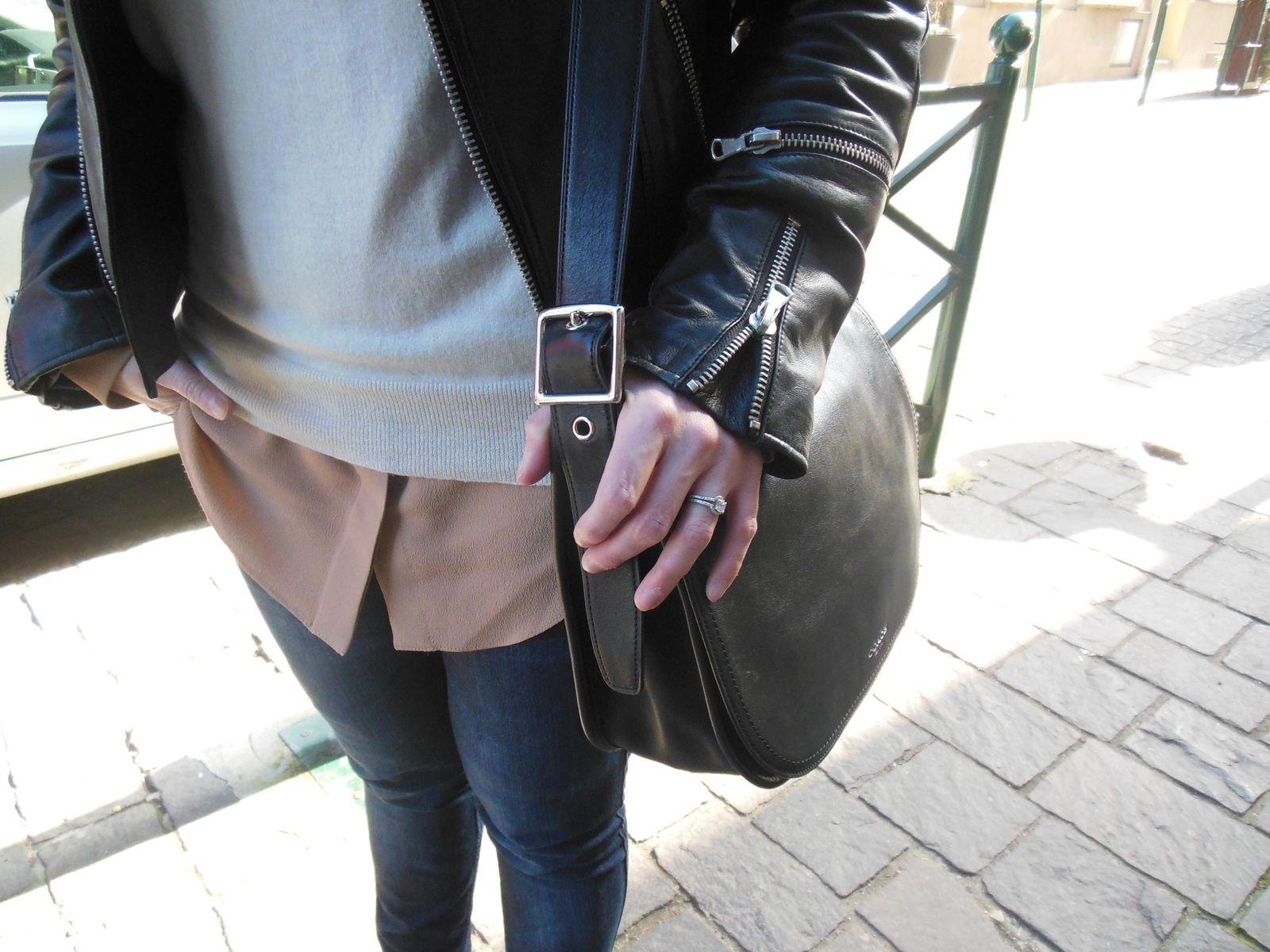 Blouson - Brooklyn Bridge Factory // Pull en laine et soie - American Vintage // Chemise en soie - Carven // Jeans - H&M // Escarpins - Yves Saint Laurent // Sac - Coach