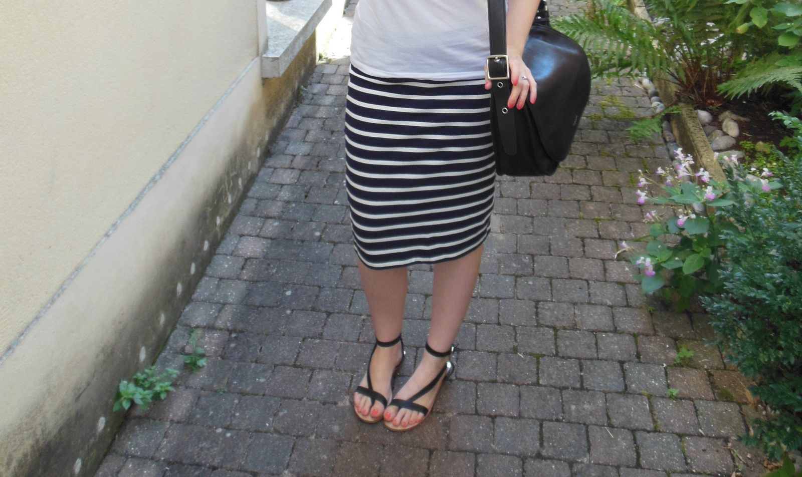 Tee-shirt - H&M // Jupe - Gap // Sandales - Zara // Sac - Coach