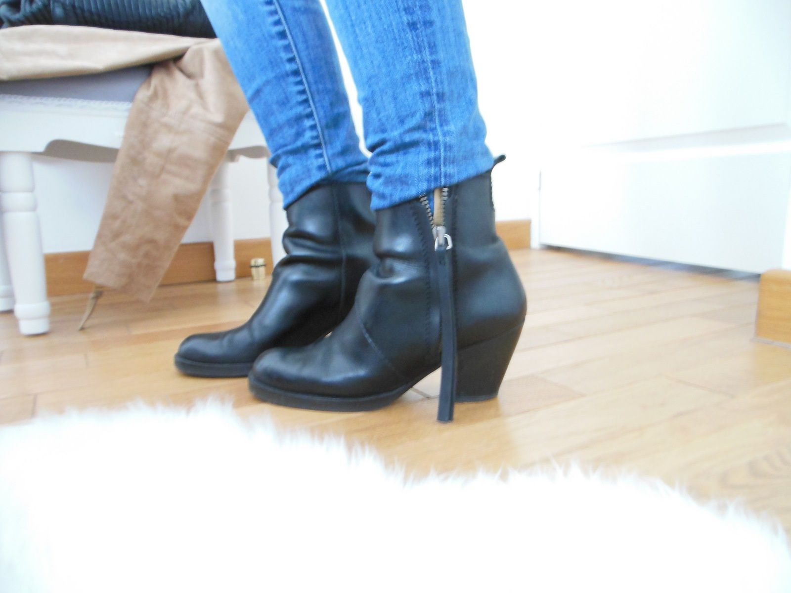 Perfecto - Mango // Pull - Kookai // Jeans - Zara // Pistol Boots - Acne Studios // Sac - Coach