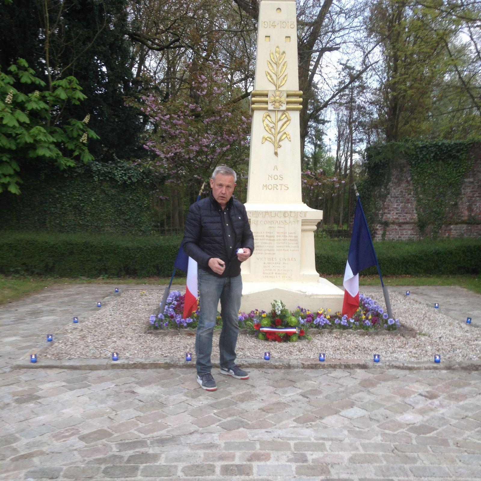 Merci à Dominique Marcel qui a assuré la mise en place des bougies bleues du souvenir.