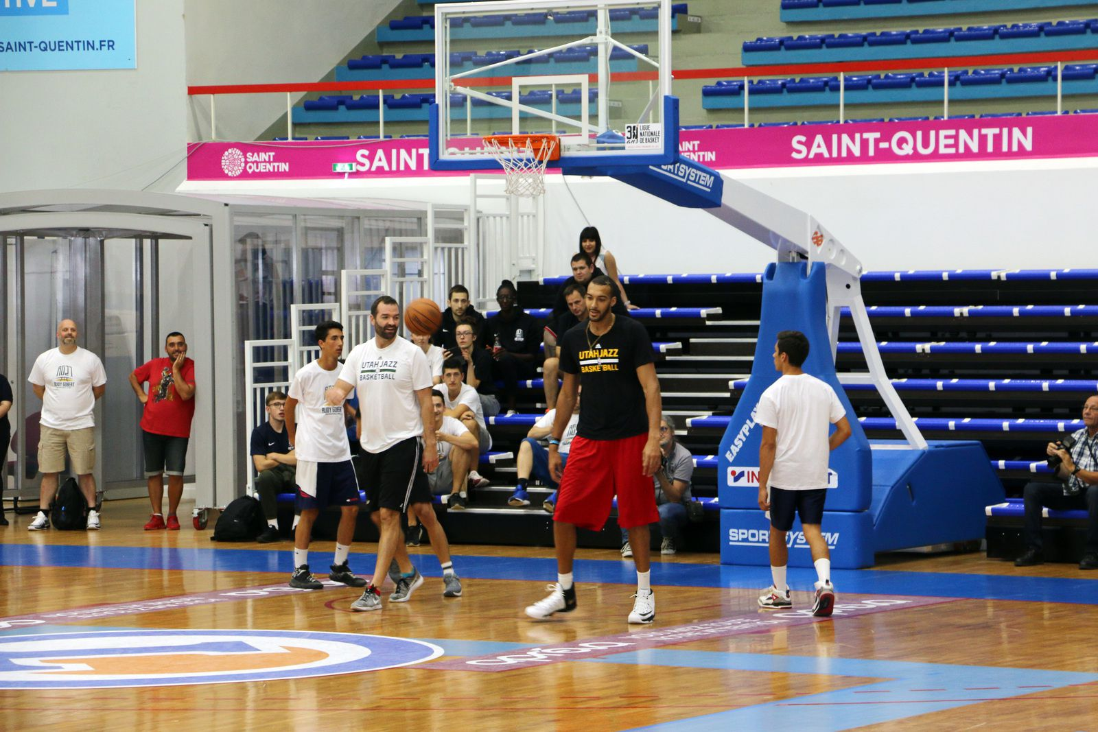 Star internationale de NBA, championnat américain de basket-ball, au Palais des Sports de Saint-Quentin.