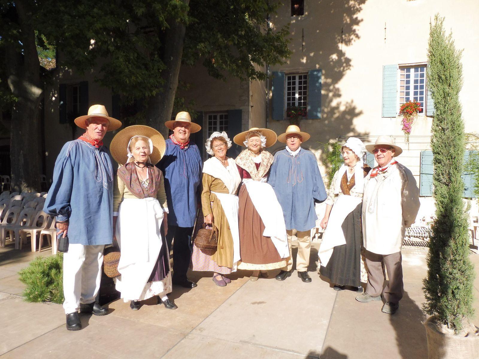 Costumes de Provence en fête
