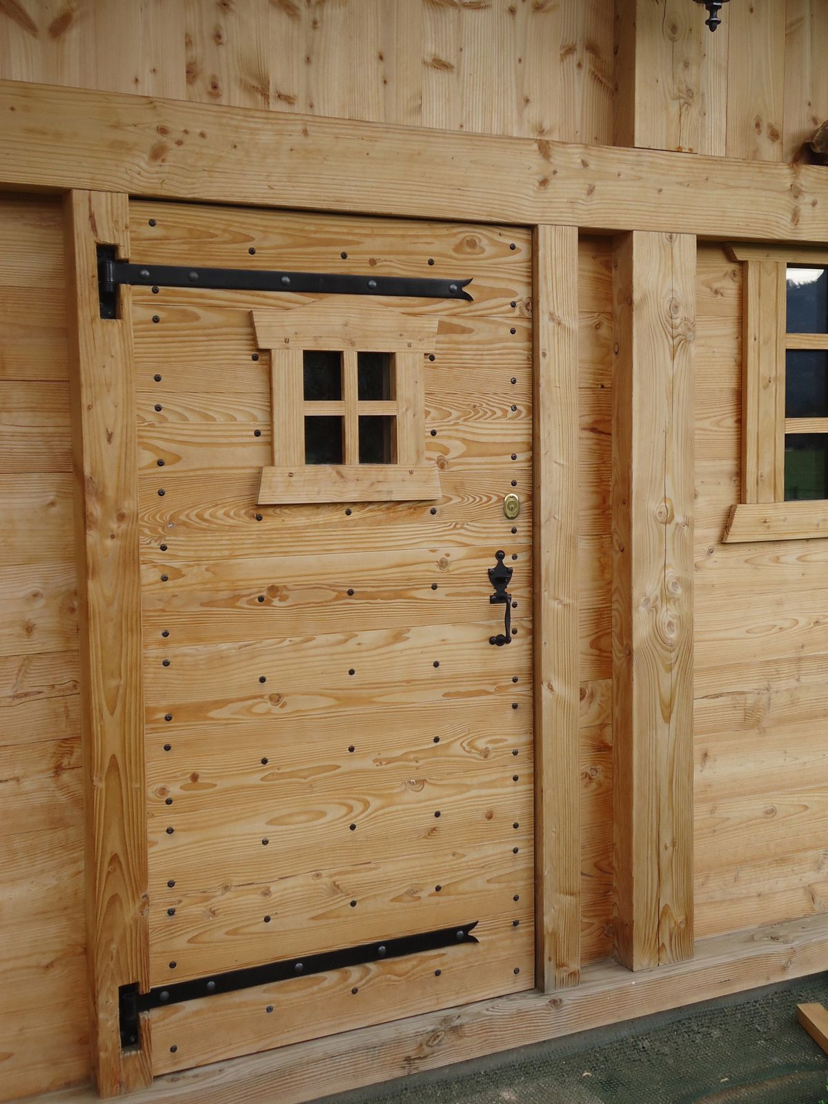 Porte de chalet abrit de jardin tb creation bois for Porte de bois