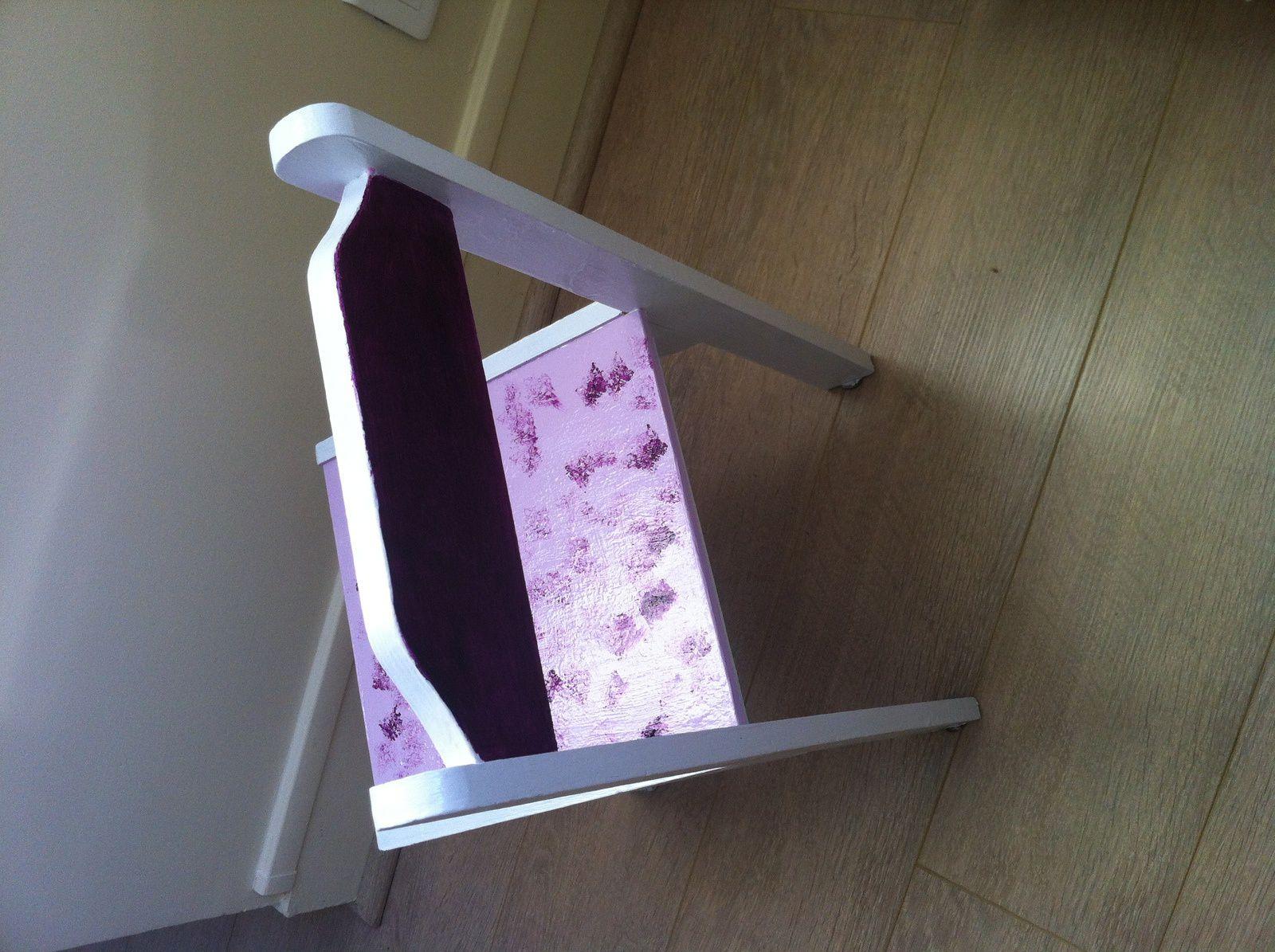 Peindre une petite chaise en bois-récup