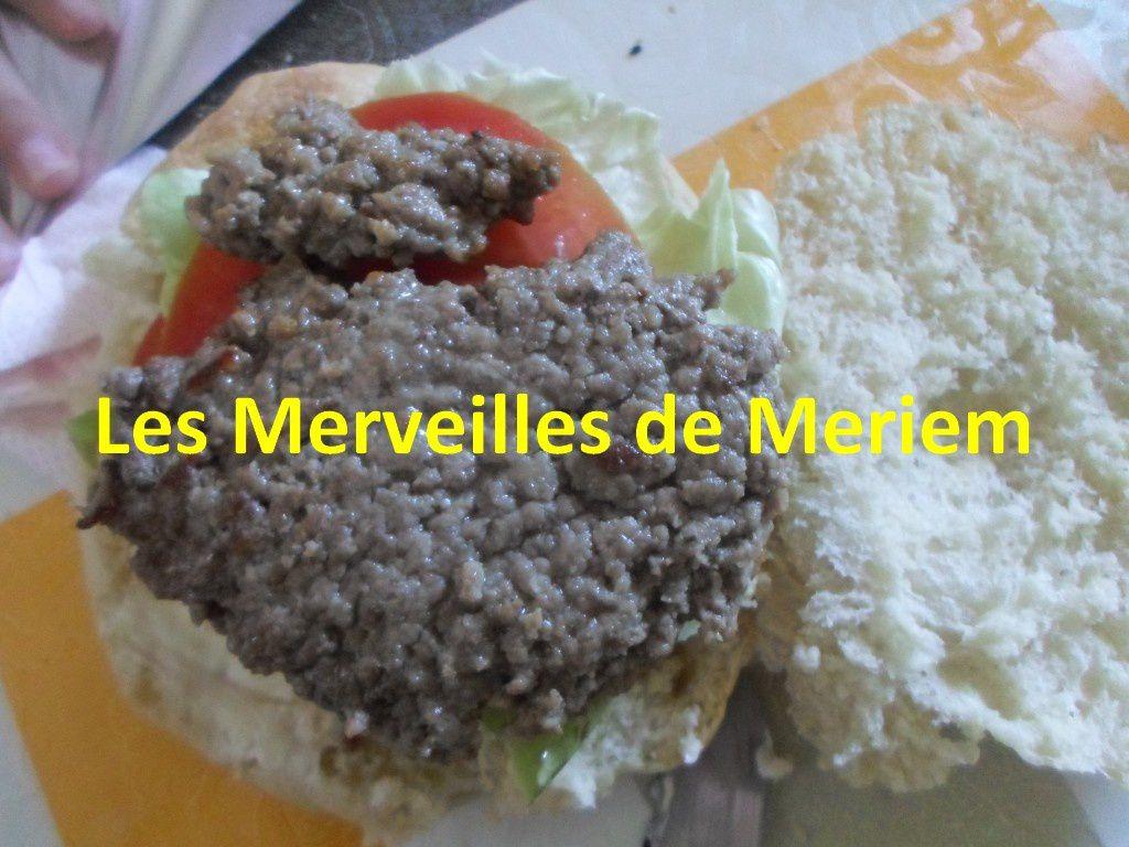 Recette de hamburger maison les merveilles de meriem - Recette hamburger maison original ...