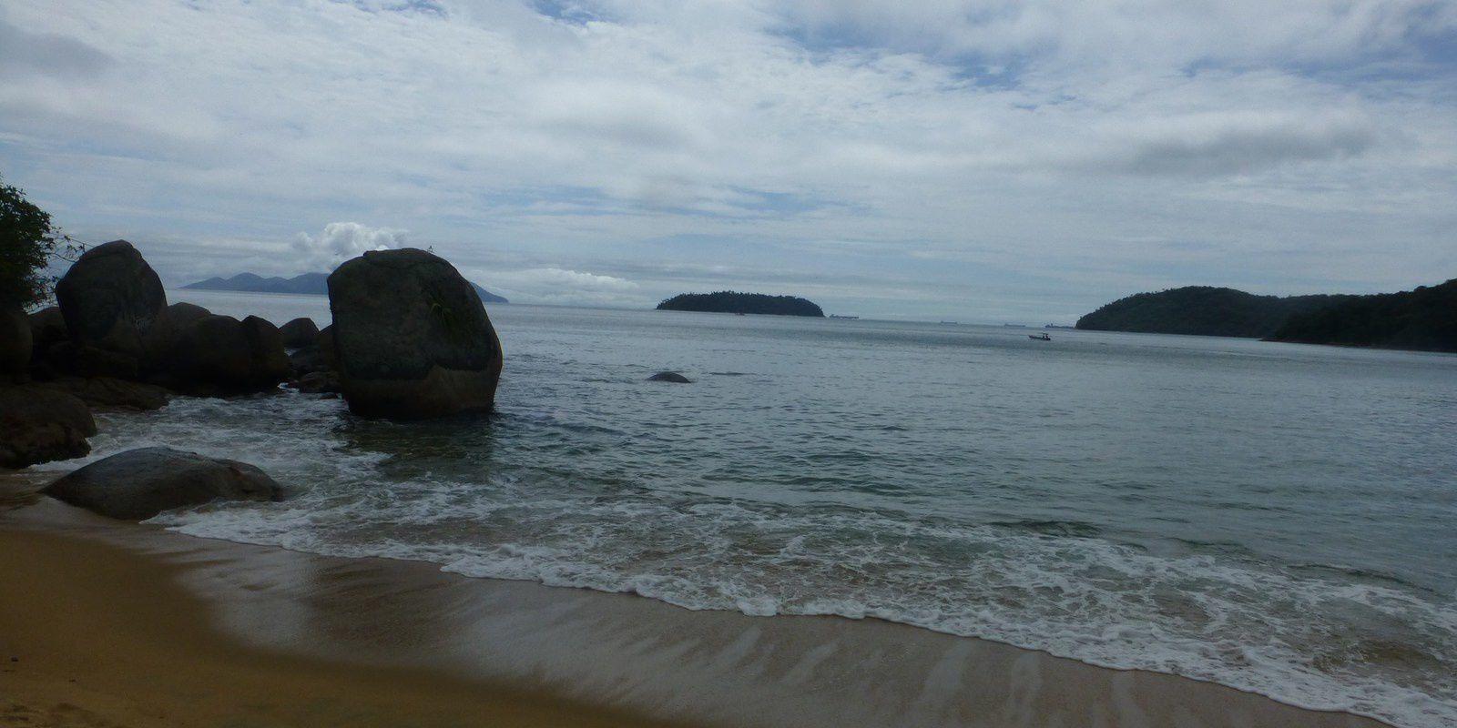 Eh bien voilà, nous quittons Ilha Grande un peu contraints par la météo... fort dommage tout de même de ne pas avoir connu ce lieu sous le soleil... Prochaine étape : Paraty. A bientôt, Sylvie