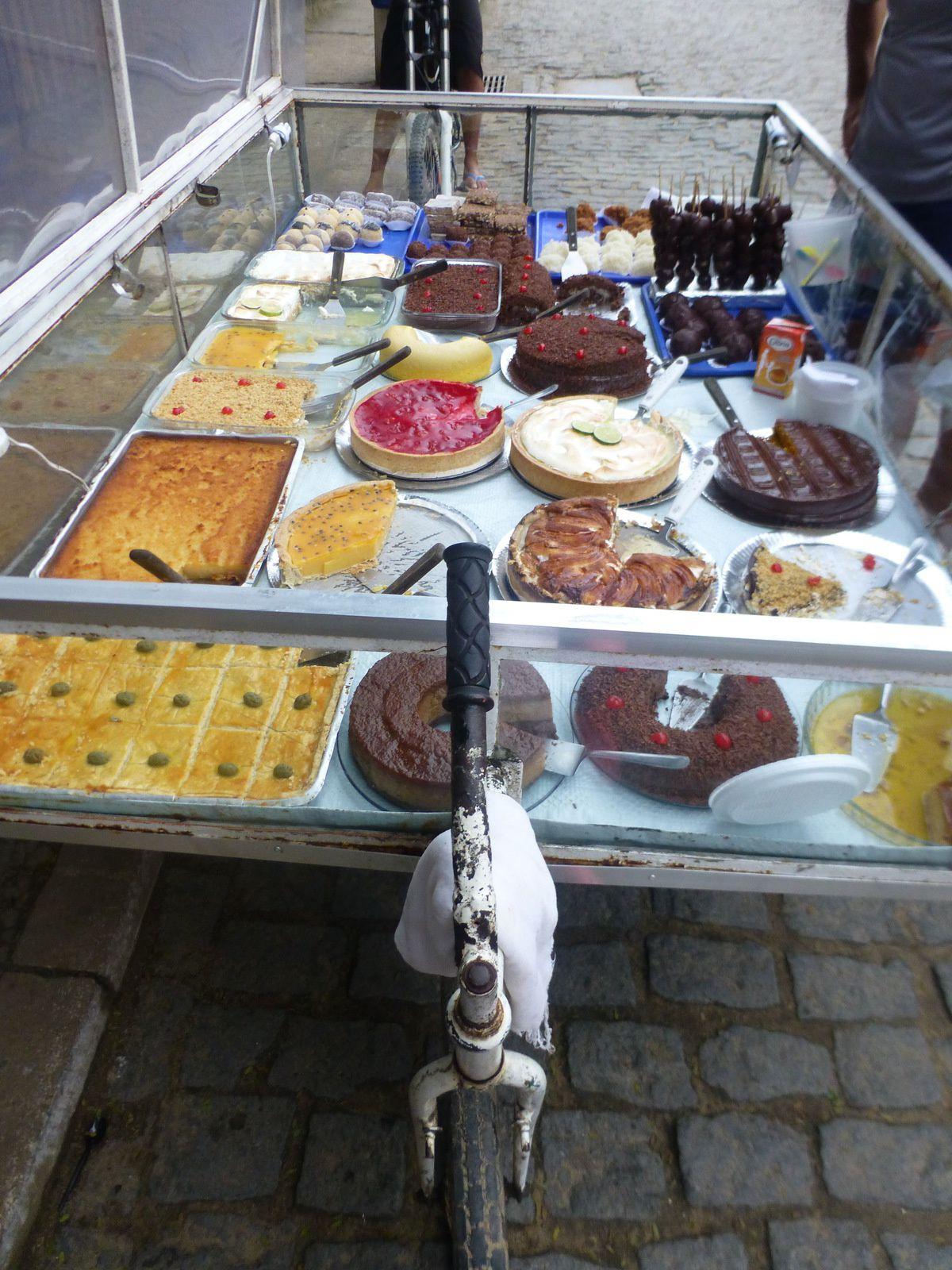 les charrettes de gâteaux faits maison - Ci-dessous, Rando à travers la forêt tropicale pour arriver sur la jolie petite crique de Feticeira
