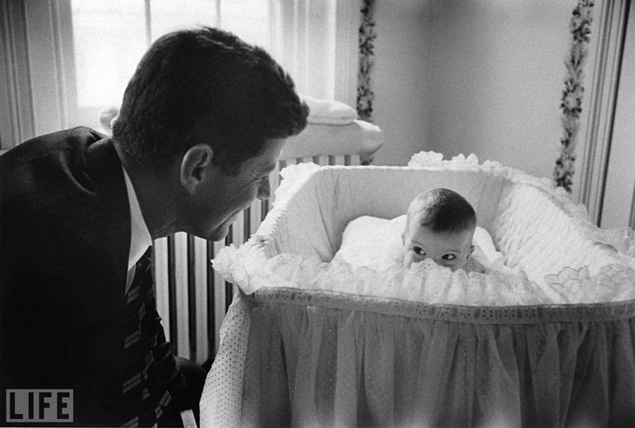 9. Peek-A-Boo. Photo by Ed Clark, 1958 John F. Kennedy and his daughter Kerrolayn, one of the legendary photographer of Life magazine