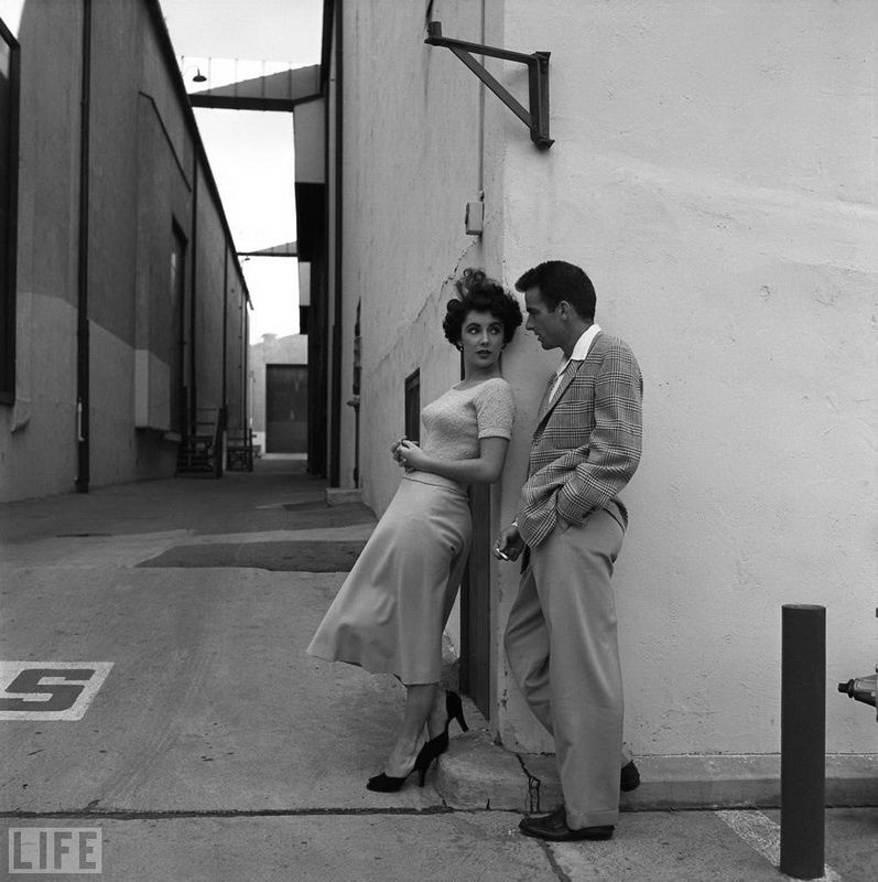 38. Liz and Monty: Photo by Peter Stackpole, 1950 Elizabeth Taylor and Montgomery Clift during a break in the film «A Place in the Sun» by studio Paramount.