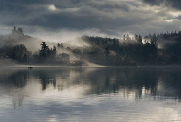 """Fishermen on Loch Ard"", Trossachs, Ecosse - Paul Bundle"