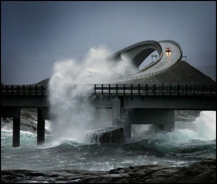 Promenade sur &quot&#x3B;The Atlantic Road&quot&#x3B; en Norvège