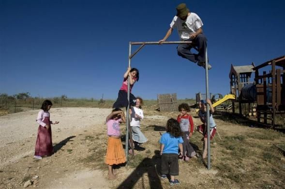 Jewish children play on the unauthorized outpost of Havat Gilad south of the West Bank city of Nablus June 2, 2009.  REUTERS/Baz Ratner