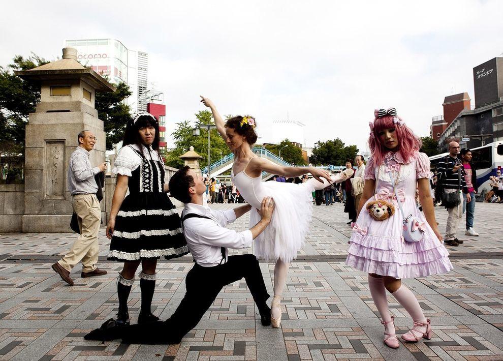 Danser dans la rue, par la photographe australienne Lisa Tomasetti (11 photos)