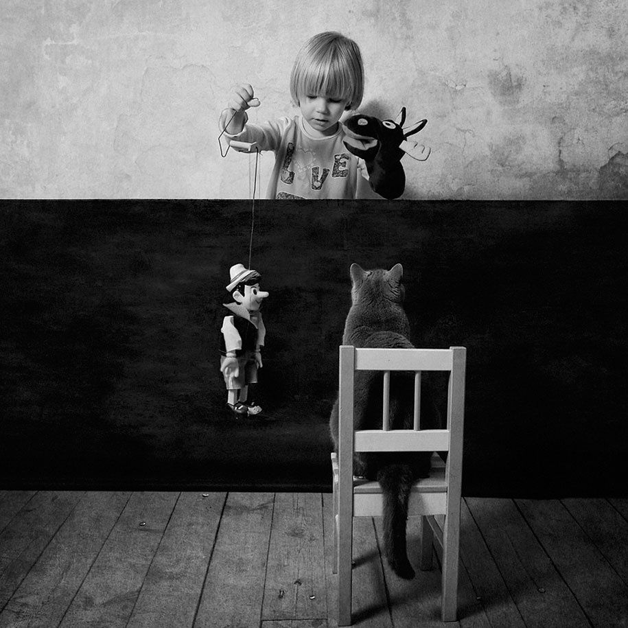 Black and White Friendship Story of a 4-Year-old Girl and Her Cat (16 pictures)