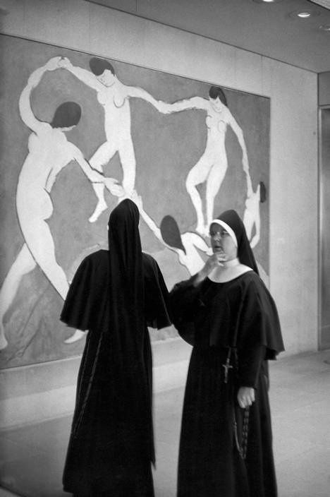 Henri Cartier-Bresson The Dance by Henri Matisse, MoMa NY