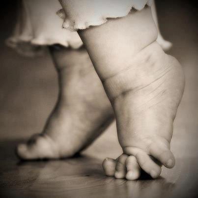 Apprends moi l'art des petits pas.. (Saint Exupéry)