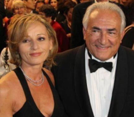 DSK reçoit un hot d'or à Cannes.