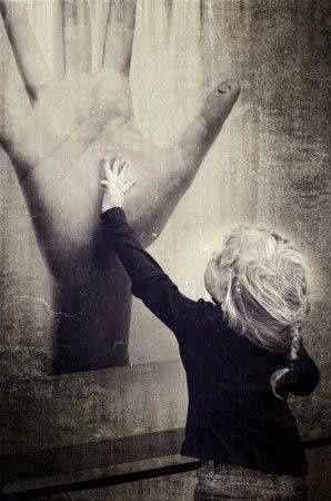 « Par la caresse nous sortons de notre enfance mais un seul mot d'amour et c'est notre naissance. » P. Eluard