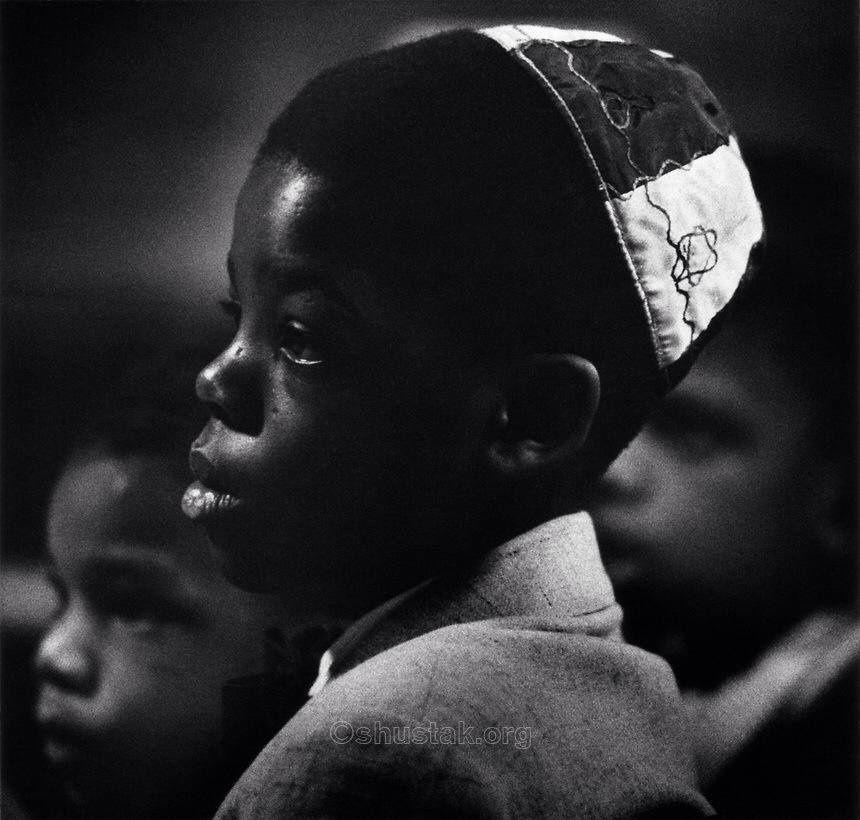 «Tu acceptes que le visage de ton voisin ne ressemble pas au tien. Accepte alors que ses opinions soient différentes des tiennes» (Rabbi Pinhas de Koretz)