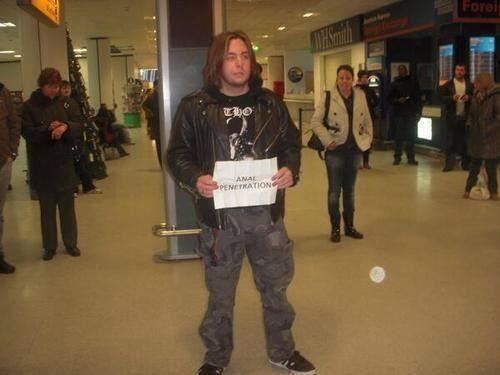 La dure réalité du mec qui doit aller récupérer un groupe de métal néerlandais à l'aéroport