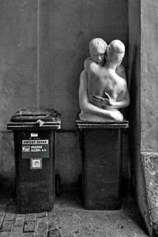 &quot&#x3B;La poubelle est le meilleur des accessoires de rangement.&quot&#x3B; (Frédéric  Dard)