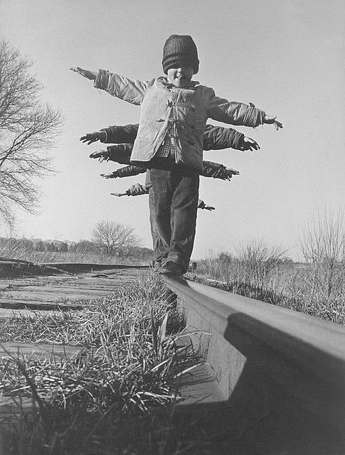Flying on a railroad (South Dakota, photo Black Star, 1959)