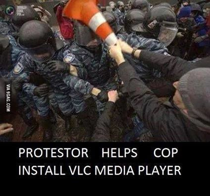 Protestor helps cop to install VLC Media