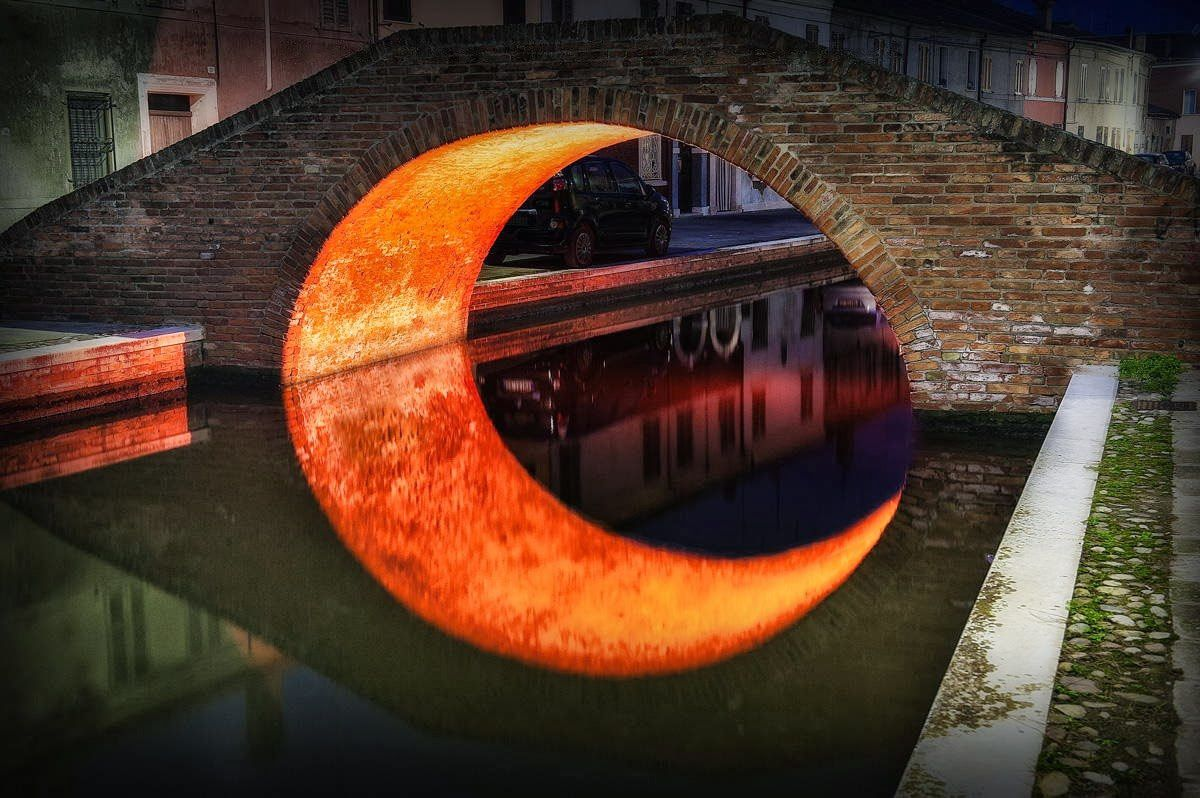 &quot&#x3B;Moon under the bridge&quot&#x3B;, Venise (D. Bhighi)