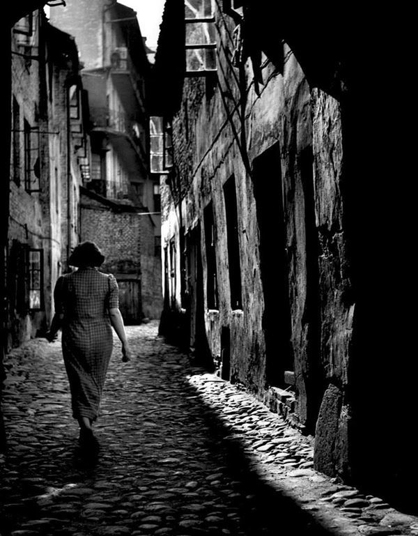 Jewish Street, Old Ghetto of Wilno (Photo Roman Vishniac)
